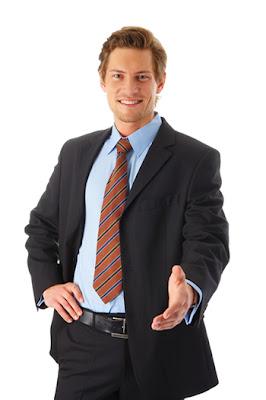 ما لا يفعله الناجحون - رجل ناجح واثق من نفسه - يرتدى يلبس بدلة - confident man