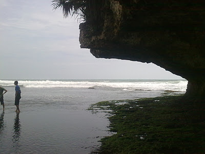 Di Bawah Karang Pantai Drini