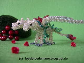 http://lessly-perlentiere.blogspot.com/2015/12/3-kopfiger-weihnachtsdrache.html