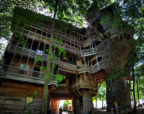 World 39 s largest tree house in crossville tennessee - Biggest treehouse in the world ...