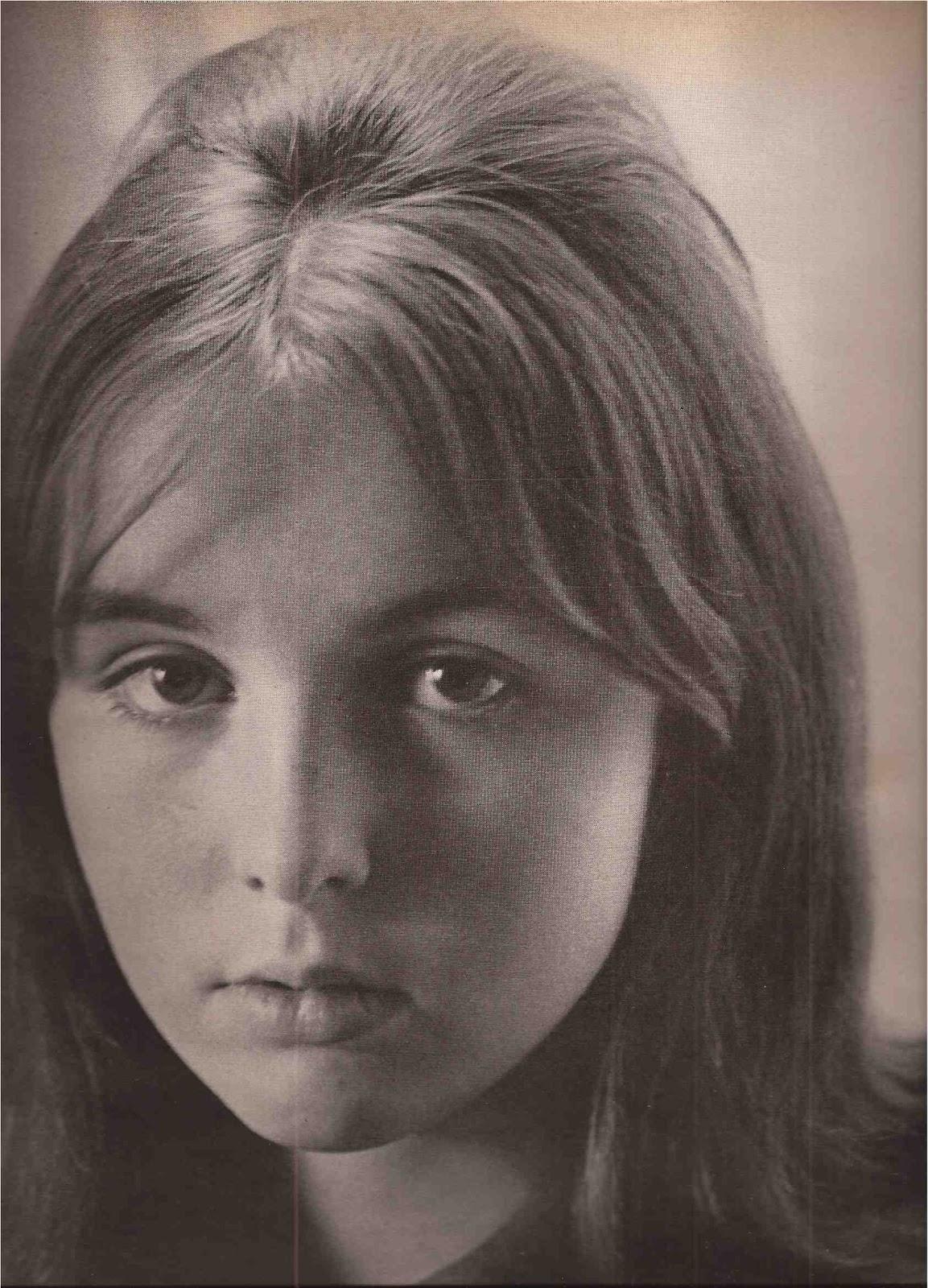 http://2.bp.blogspot.com/-PQrc4RHi2NY/UH5CgZTRLhI/AAAAAAAAI5Y/psyaKnjPo0Q/s1600/Youthquakers+Vogue+January+1965-18.jpg