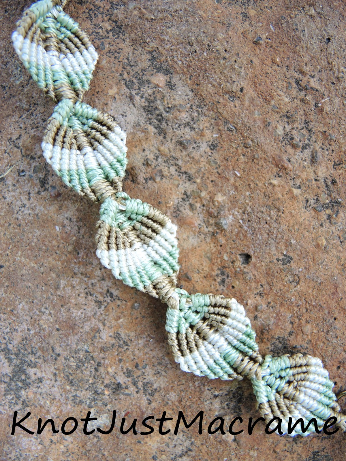 Macrame leaf design
