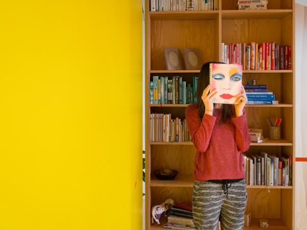 girl / yellow / wall / architects / gut gut