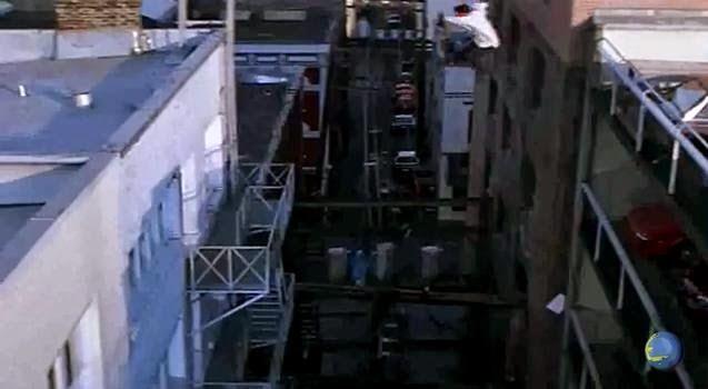 jackie chan melompat gedung