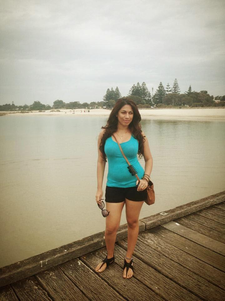 Anusha Rajapaksha milky legs