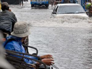 Mobil Anda Aman Lewati Banjir