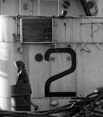http://www.samhaskinsblog.com/wp-content/uploads/2013/07/November-Girl-Tall-2-Cape-Docks-by-Sam-Haskins.jpg