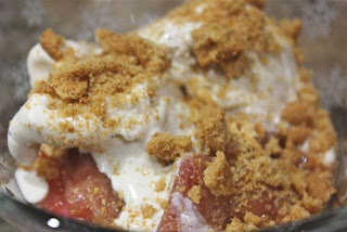 Rhubarb, ginger and orange crumble