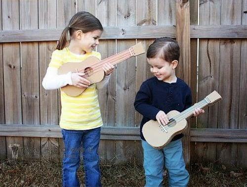 Kerajinan Tangan Dari Kardus Bekas, Membuat Gitar Mainan