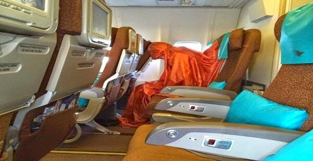 http://degser.blogspot.com/2014/06/foto-pramugari-garuda-indonesia-shalat-di-pesawat-bikin-heboh-media-sosial.html