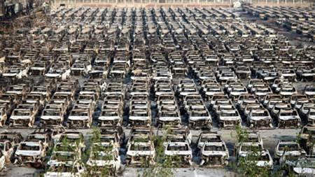 Duh.. Nih Foto Sekitar 5.800 Mobil Termahal Land Rover dari Jaguar Ludes Terbakar diTianjin China/ Foto: bbc