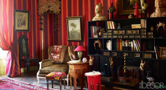 farbenfrohe Einrichtung mit Antiquitäten