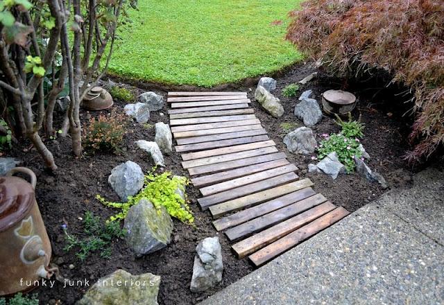 Very pinteresting ideas for the garden for Funky garden designs