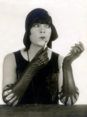 Fantastic Flaired Leather Gloves #1920s #gloves #vintage #fashion #20s