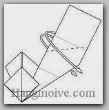 Bước 12: Gấp lộn ngược lớp giấy xuống dưới.
