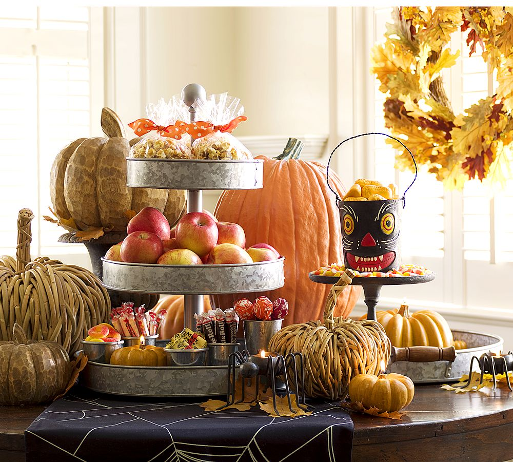 Highpoint circle cheap chic pumpkins Fall decorating ideas for dinner party