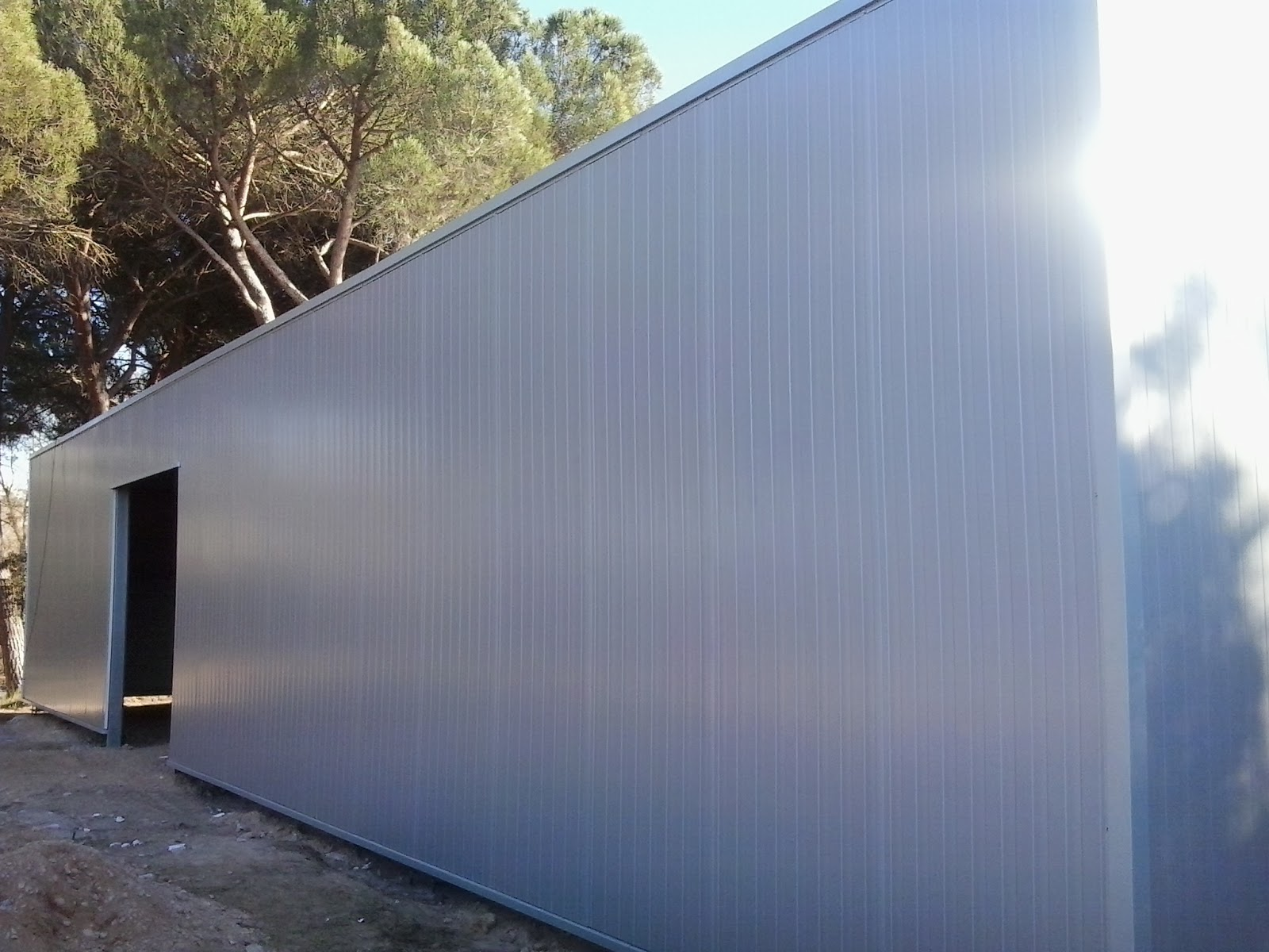Naves prefabricadas metalicas de panel s ndwich o de chapa for Casetas de chapa galvanizada precios