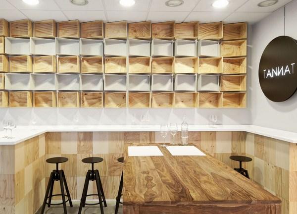 Ilia estudio interiorismo vinoteca tannat barcelona - Cajas de madera barcelona ...