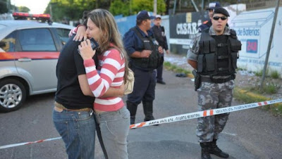 familiares de victima en discoteca de brasil