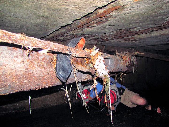 Обувь в тоннеле речки Казанка