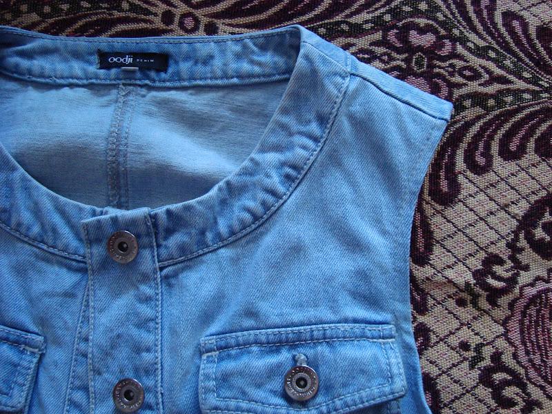 Как сделать из джинсовки модную жилетку видео