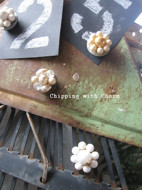 Chipping with Charm: Random Junk Christmas Tree...http://www.chippingwithcharm.blogspot.com/