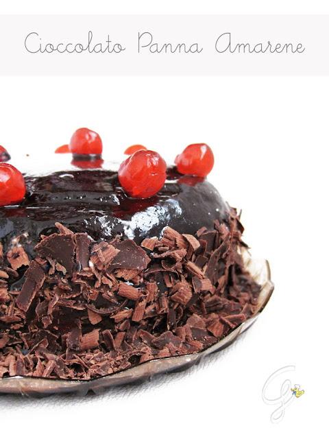 Torta cioccolato, panna e amarene