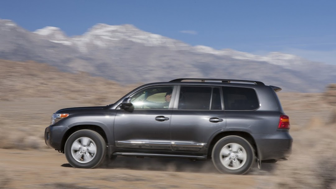 2013 Toyota Land Cruiser HD Wallpaper 4
