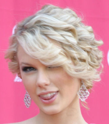 Pretty taylor swift hairstyles with curly hair