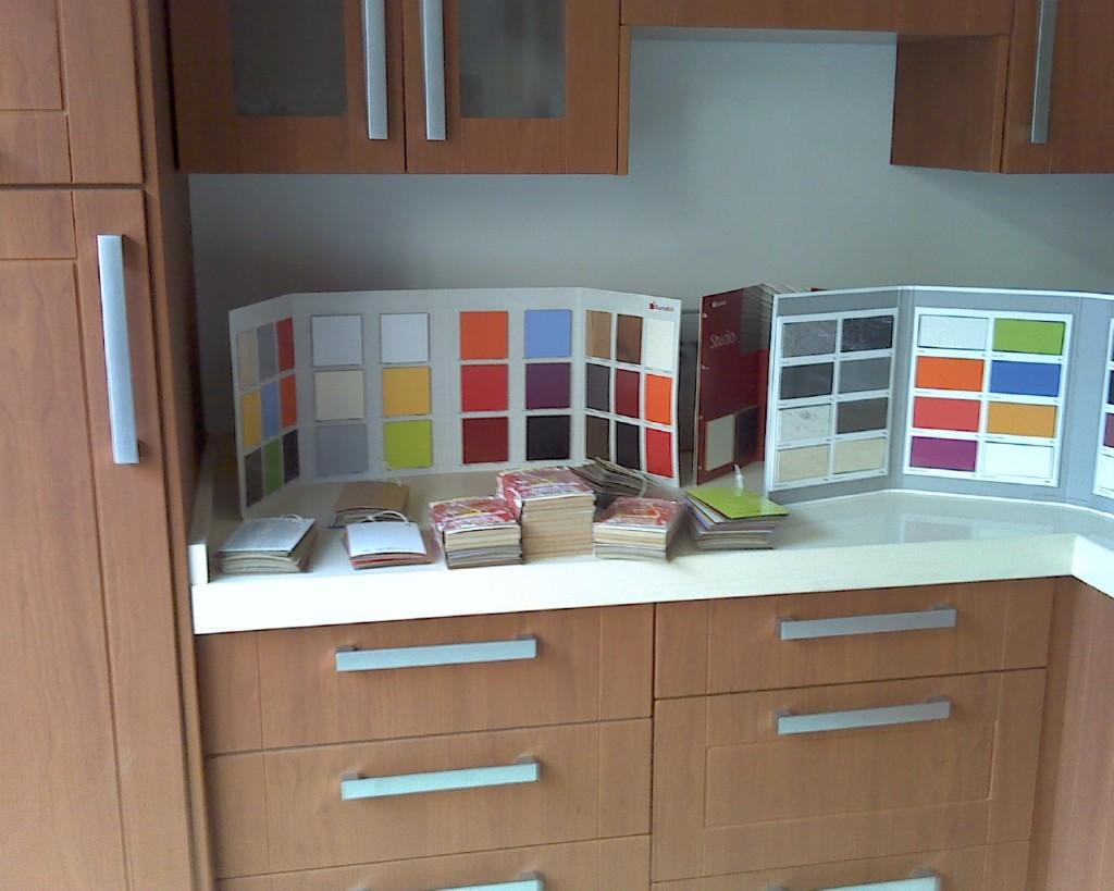 Montaje y suministro de tarima y cocinas gama de puertas for Puertas de cocina