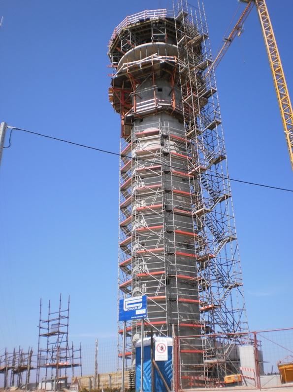 Torre do tempo na Serra da Freita em construção