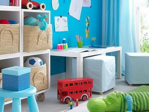 si tienes o quieres cambiar cada poco tiempo la decoracin de la habitacin de los peques coloca mobiliario ligero con ruedas y poco voluminoso