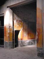 Habitación en el atrio (dcha.) con puerta de comunicación