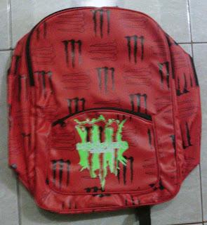 tas sekolah warna merah corak M