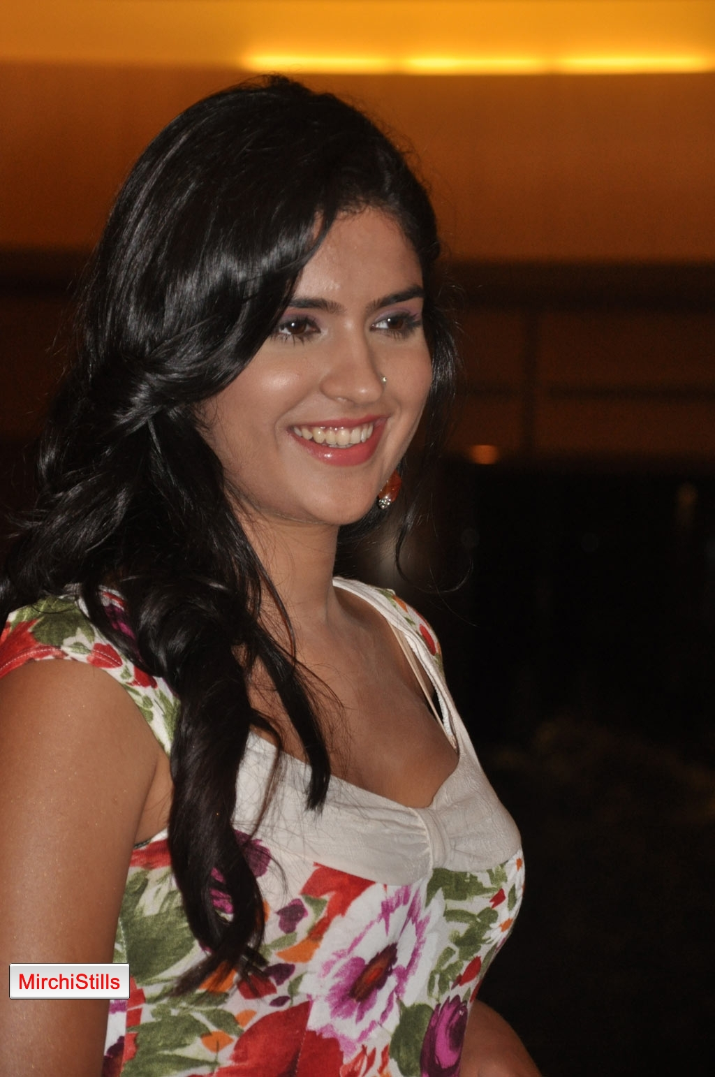 Mirchi Stills: Deeksha Seth Hot Photo Stills Rajapattai ...