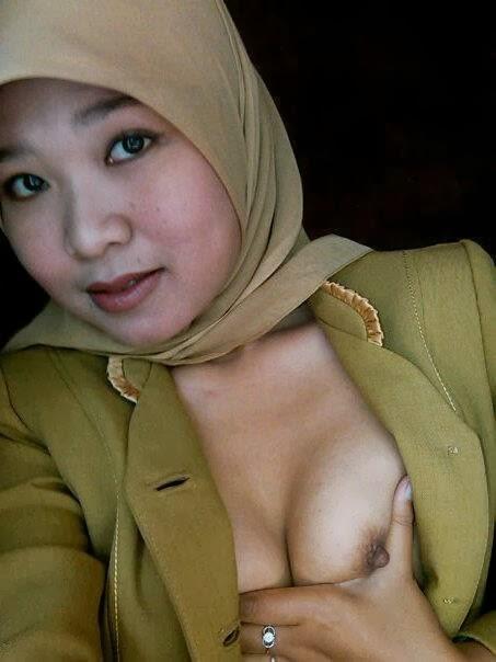 Pegawai negeri indonesia ngentot di dalam mobil - 2 part 10