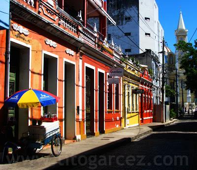 Vista ao nível da rua do casario próximo à catedral de São Sebastião, em Ilhéus - Bahia