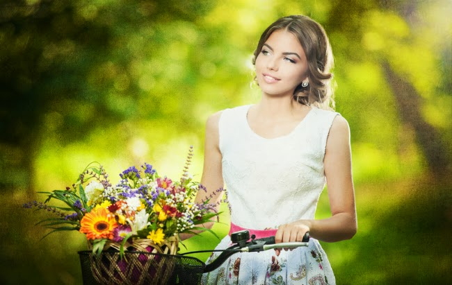 bicleta, flori si fete frumoase