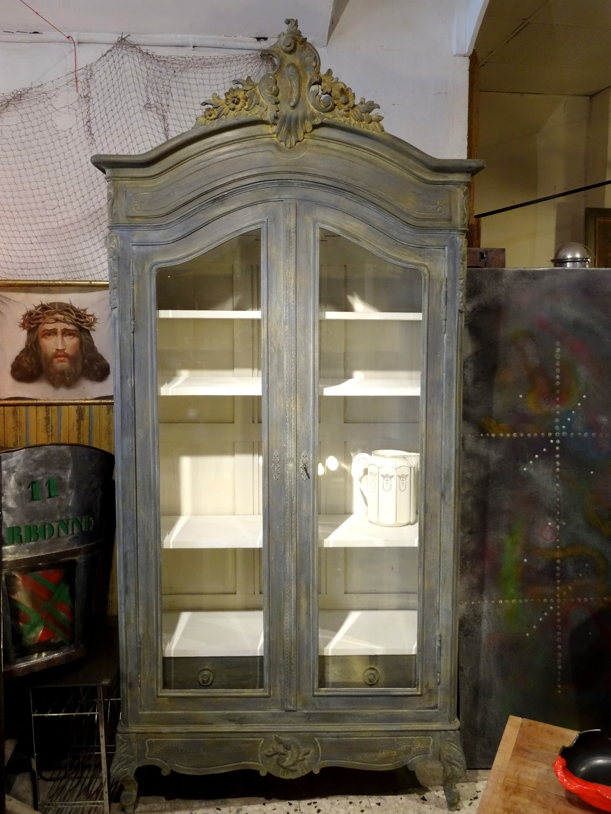 Brocante d coration un nouveau monde vitrine biblioth que for Meuble bonnetiere ancienne