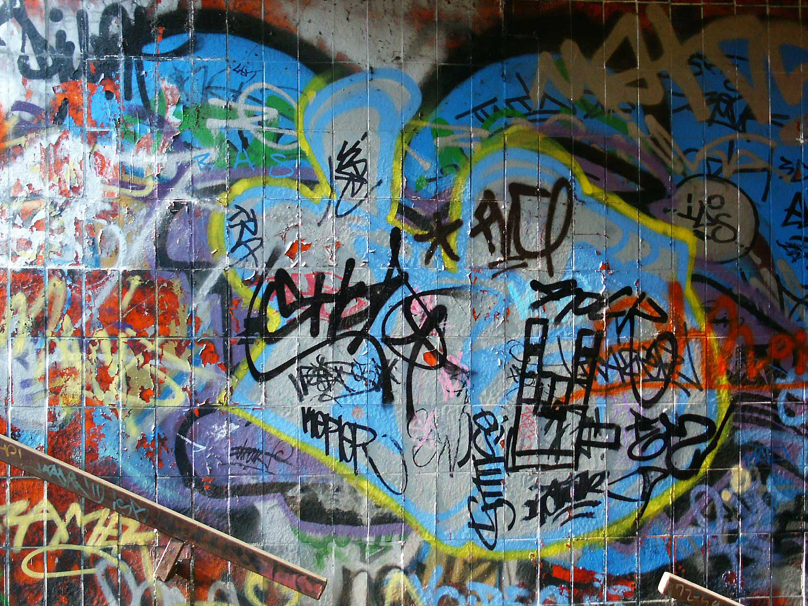Graffiti vs hip-hop?...not true!