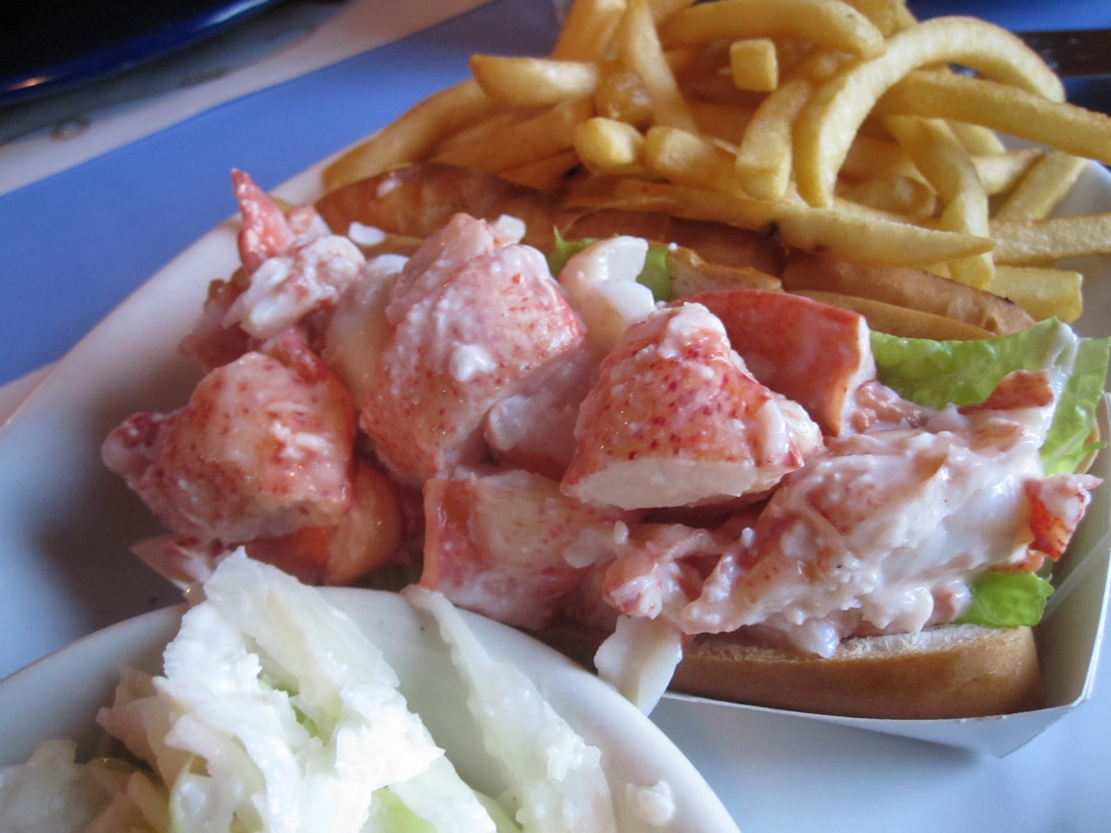 3a+lobster+roll+-+Mabels+Lobster+Claw.JPG