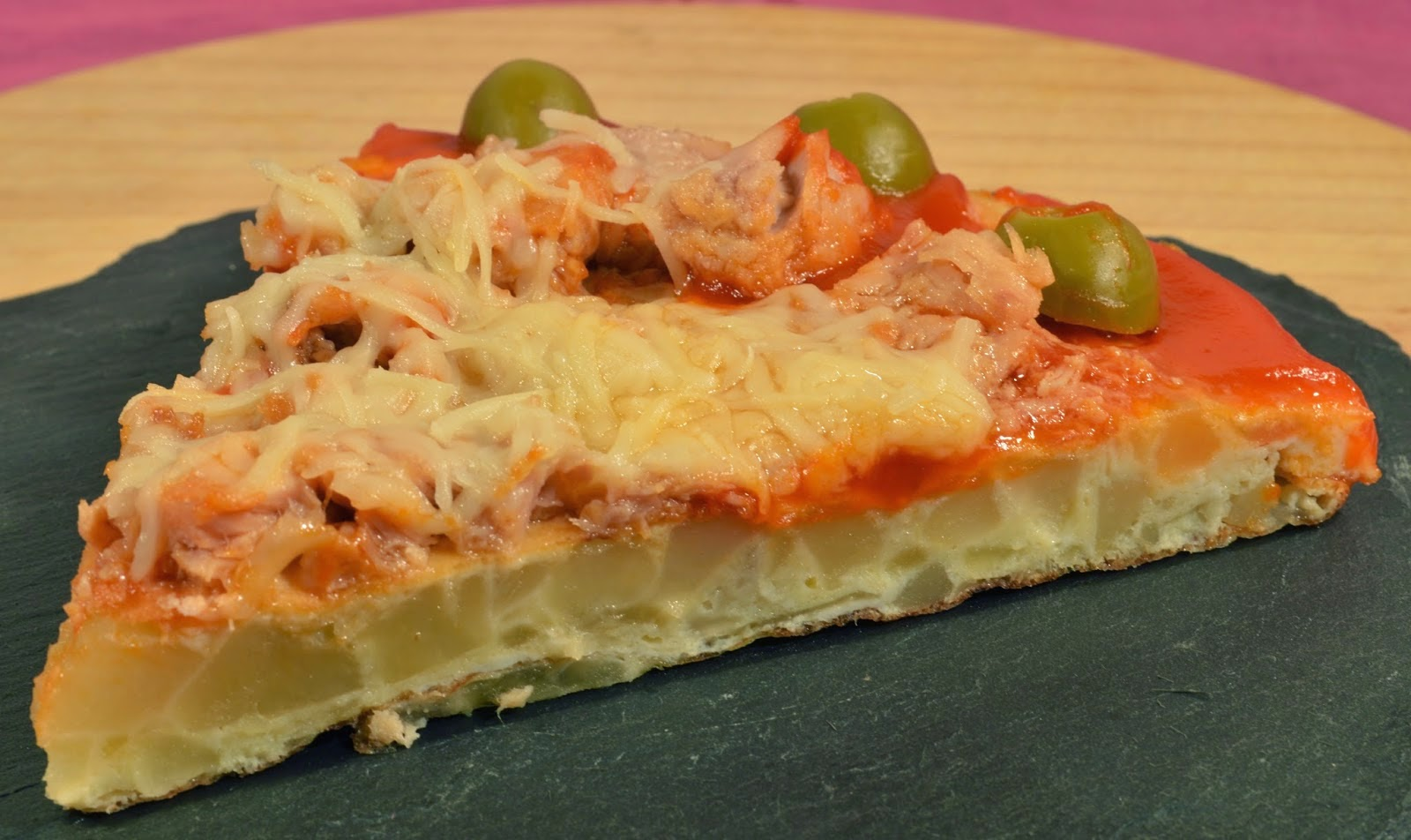 PIZZA SOBRE BASE DE TORTILLA DE PATATA
