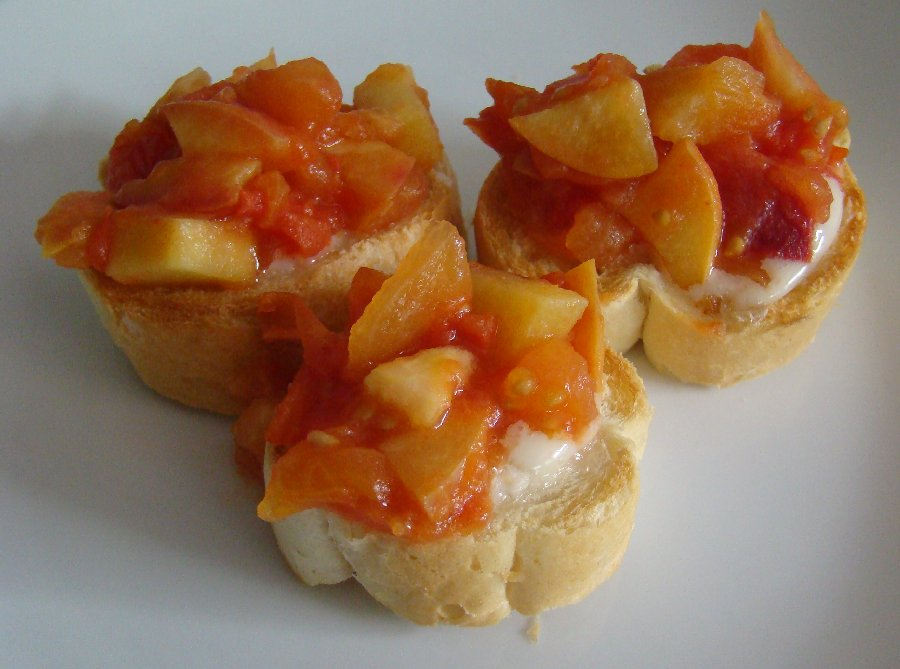Frog End Food: Goats cheese, peach and tomato toasts (2 colours)