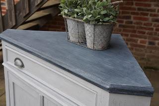 meuble-de-coin-patiné-gris-clair-ardoise-deux portes-nord