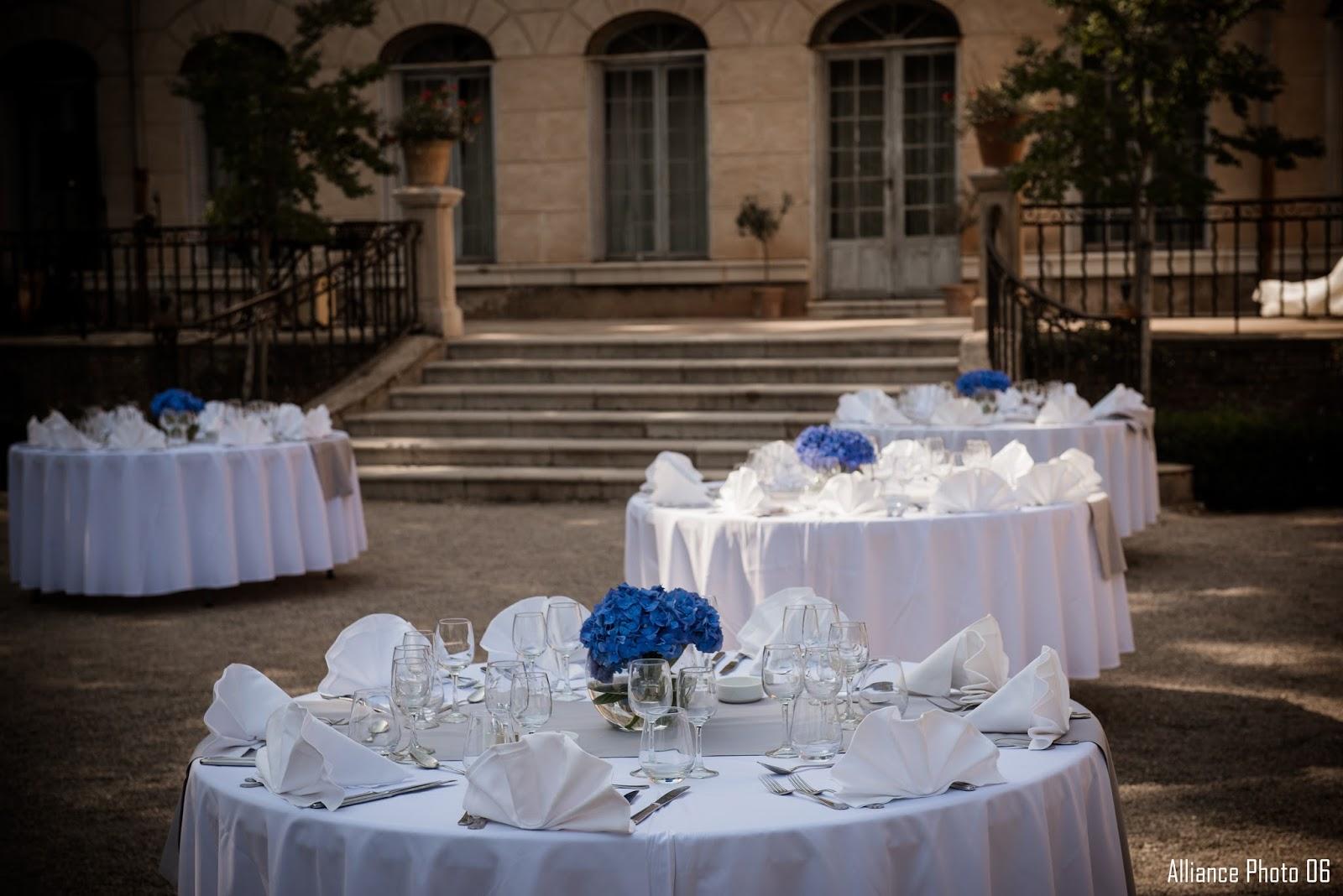 plan de table le blog un beau mariage en bleu roi au chateau colbert du cannet des maures by. Black Bedroom Furniture Sets. Home Design Ideas