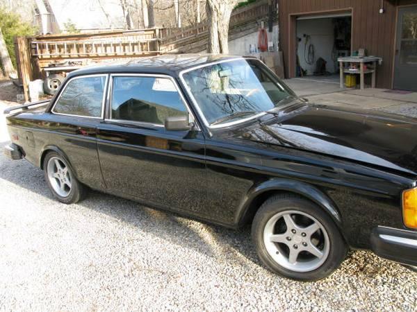 Daily Turismo: 8 Cylinders, 6 speeds, 2 doors: 1975 Volvo 242