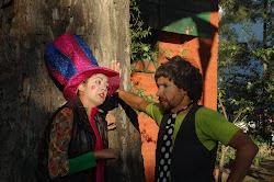 Los profes de TESPIS en la plaza de Villa Urquiza
