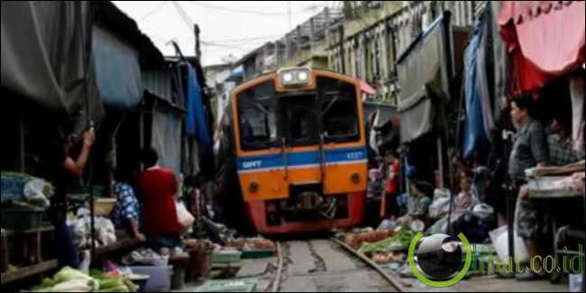 Melewati Pasar - Thailand