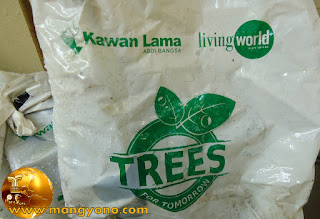 Kawan Lama bagi bibit pohon program TREES FOR TOMORROW.