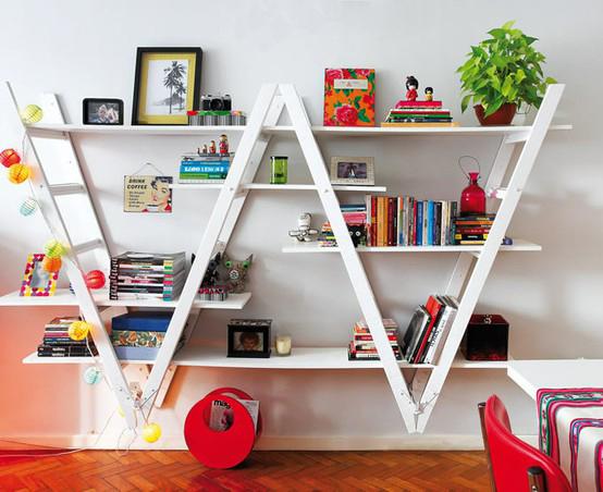 decoracao cozinha diy:Abaixo uma estante feita a de duas escadas duplas, foram invertidas e
